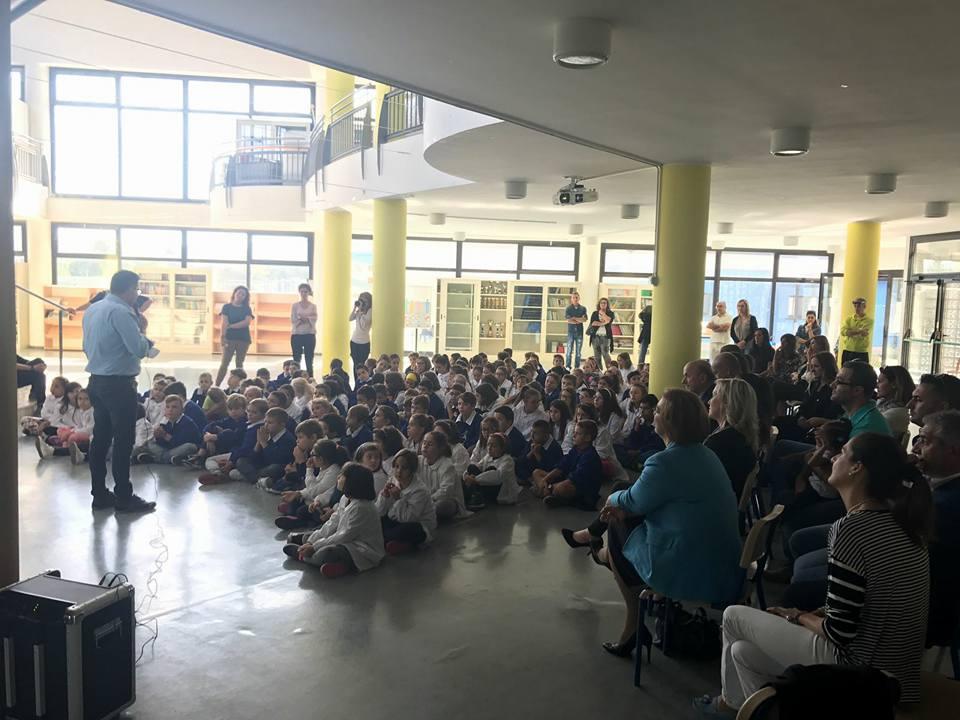 Monitor Interattivo distribuito alla scuola del comune di Vallefoglia foto 2